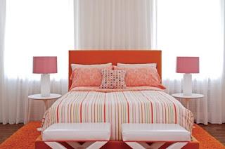 Habitación acentos naranjas