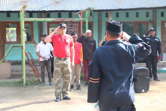 Ustadz Bachtiar Nasir Upacara Bendera bersama Korban Gempa Lombok