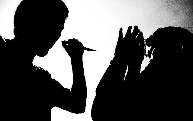 Femicidio : Mujer fue acuchillada por su expareja en la calle