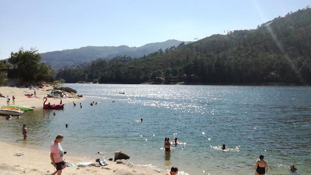 Praia da barragem no Gerês