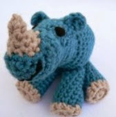 http://translate.google.es/translate?hl=es&sl=en&tl=es&u=http%3A%2F%2Fwww.lookatwhatimade.net%2Fcrafts%2Fyarn%2Fcrochet%2Ffree-crochet-patterns%2Flittle-zoo-crochet-rhinoceros-pattern%2F