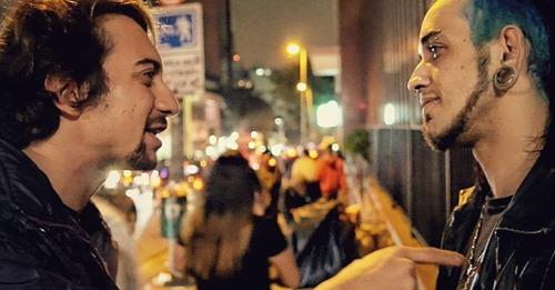 """Jovem é evangelizado na Rua Augusta em SP e é alcançado pelo Evangelho: """"Jesus me ama"""""""