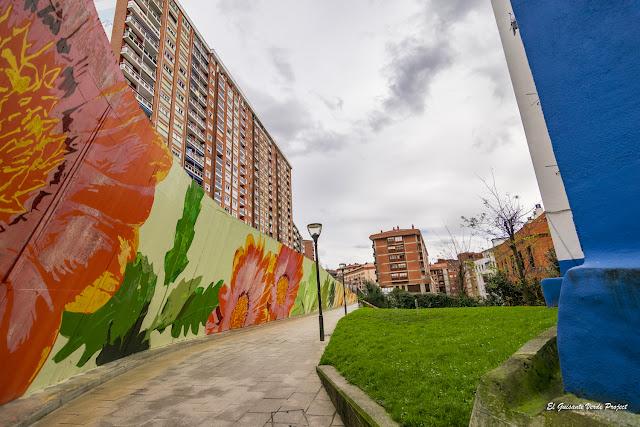 Mural Flores Matiko, por Eva Mena - Bilbao, por El Guisante Verde Project