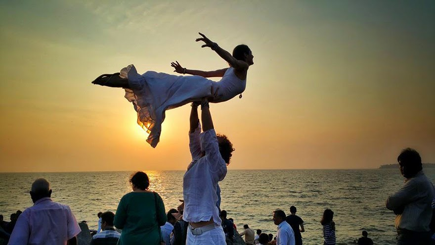 Mumbai, India - Acrobat Couple Gets Married In 38 Different Places Around The World In 83 Days