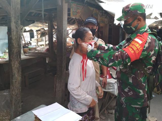 Pasar Tradisional Jadi Sasaran Koramil 16/Tulung Untuk Penegakaan Disiplin Protokol Kesehatan