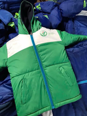 Áo khoác từ thiện màu xanh lá