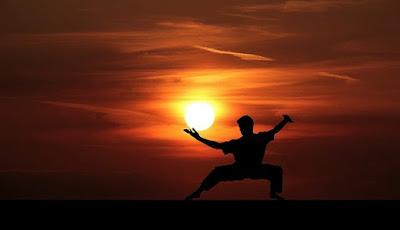 meningkatkan energi pada tubuh, Sepuluh Penguat Energi, Olahraga, Tidur lebih nyenyak,Mendengarkan Musik yang energik, Minum Kopi, Meminum minuman berenergi, Menarik Nafas dalam-dalam , Menggerakkan tubuh, Berbicara mengenai sesuatu yang menarik, Mandi air dingin dan panas,Bangun pagi dan Keluar Rumah