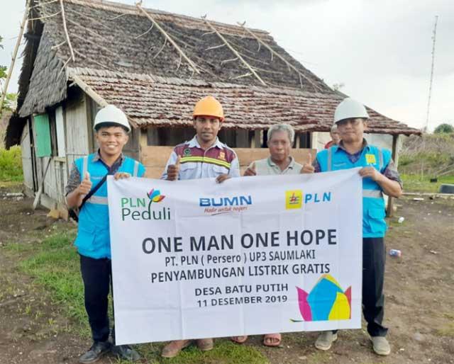"""Sedangkan untuk di provinsi Maluku Utara sudah tersambung sebanyak 75 rumah pelanggan, diantaranya PLN UP3 Ternate sebanyak 41 pelanggan, PLN UP3 Sofifi sebanyak 15 pelanggan dan PLN UP3 Tobelo sebanyak 19 pelanggan,"" ungkapnya  Darry katakan, penentuan dari masyarakat yang berhak untuk menerima bantuan dari program One Man One Hope itu yakni berdasarkan perpaduan data runah tangga tidak mampu yang belum berlistrik, data rumah warga di daerah 3T dan data dari TNP2K."