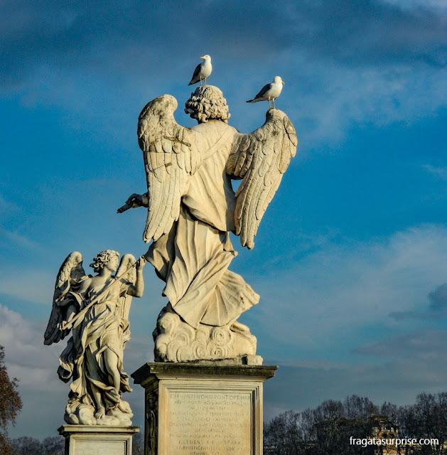 Anjos de Bernini na Ponte Sant'Angello, em Roma