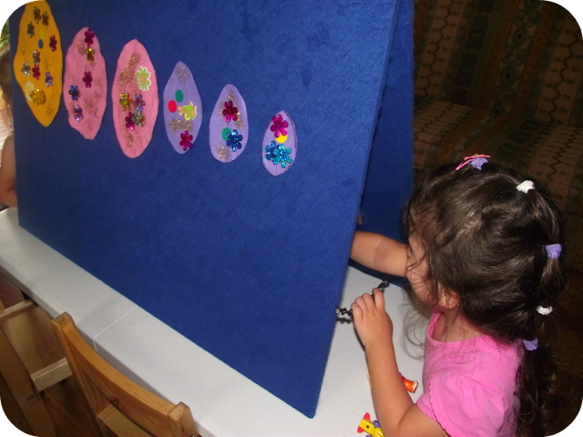 Toddler feltboard sequencing and fine motor