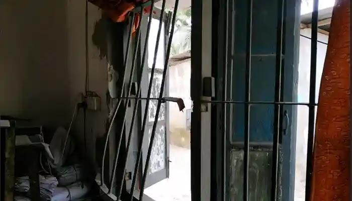 রৌমারী সাব-রেজিষ্ট্রার অফিসে চুরি