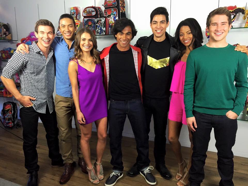 The Power Is On Les Rangers Dino Charge Aux Kca