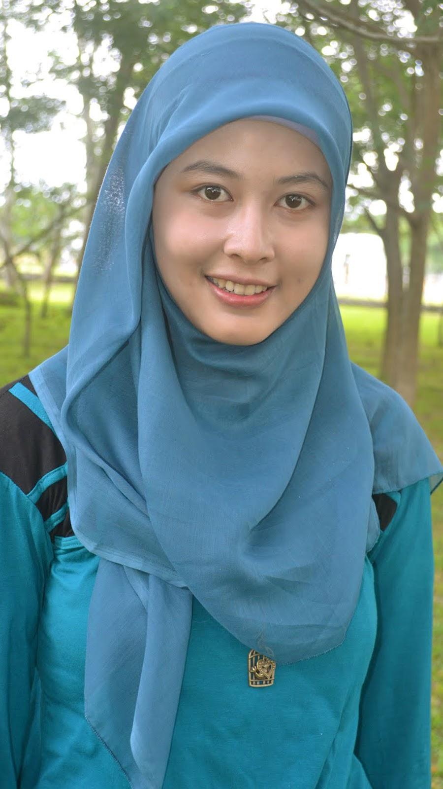 Mahasiswi Cewek Jilbab Selfie alami tanpa make up