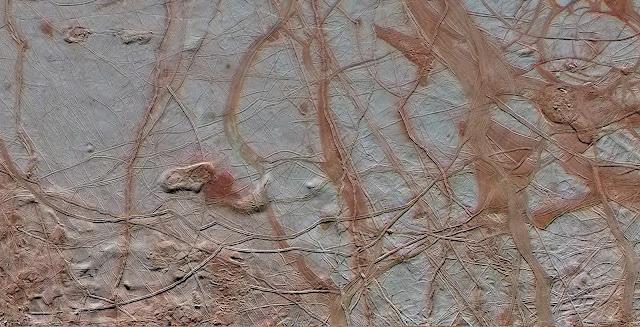 Bề mặt của Europa. Credit : NASA, JPL-Caltech, SETI Institute.