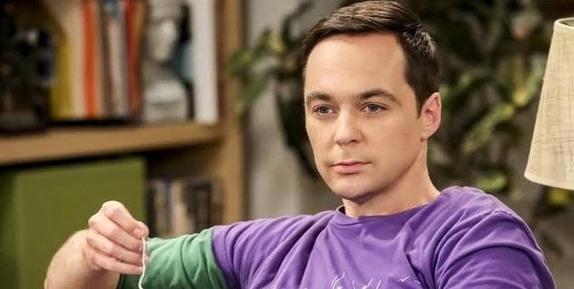 Jim Parsons em The Big Bang Theory/Warner Bros/Reprodução