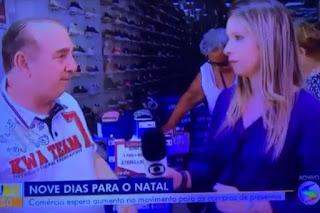 Jornalista desmaia ao vivo na Rede Globo, no meio de entrevista na rua; veja vídeo