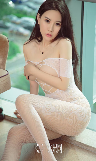 Hot and sexy big boobs topless photos of beautiful busty asian hottie chick Chinese booty model Yang Ming Qi photo highlights on Pinays Finest sexy nude photo collection site.