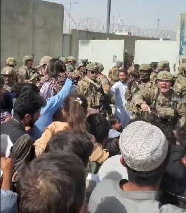 Upaya Evakuasi di Bandara Internasional Kabul, 20 Orang Tewas