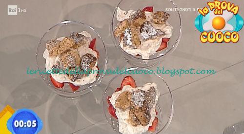Crumble di sbrisolona con fragole e crema al porto ricetta Marsetti da Prova del Cuoco