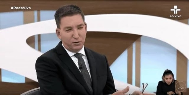 """""""A informação, mesmo aquela obtida de maneira ilegal, o jornalista não só tem o direito, mas a obrigação de publicar, porque isso não é um crime, e ninguém acredita que é um crime"""", teve que explicar Glenn Greenwald"""