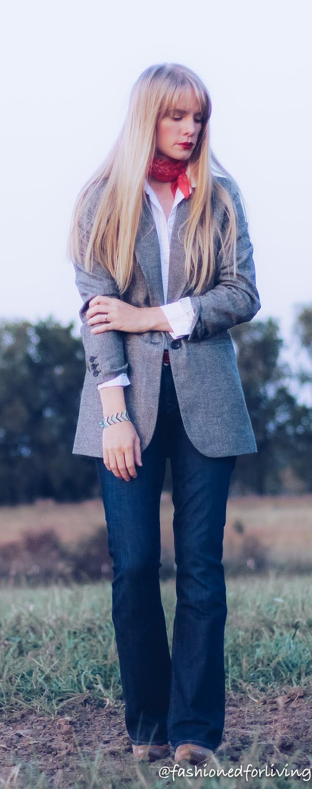 boyfriend blazer outfit with jeans and cowgirl boots, womens blazer and jeans outfit, womens cowboy boots outfit