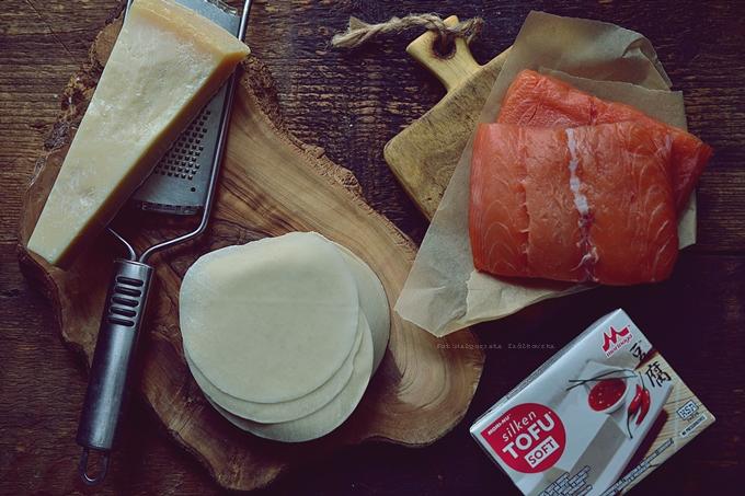 Pierożki na parze z łososiem i tofu