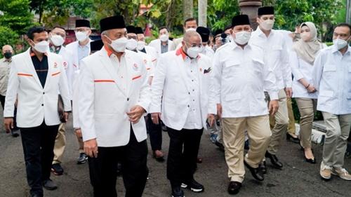 """Dijamu Prabowo, Presiden PKS Minta """"Dimuluskan"""" RUU Perlindungan Tokoh Agama"""