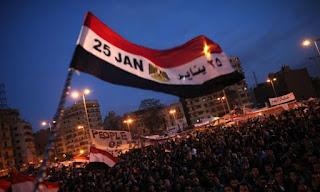 الأن كتابة موضوع تعبير وبحث عن ثورة 25 يناير 2011 قصير ومختصر بالعناصر والافكار 10 اسطر doc كامل