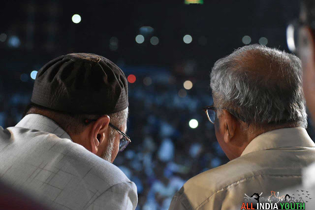 Asaduddin Owaisi watches crowd in his rally wallpaper