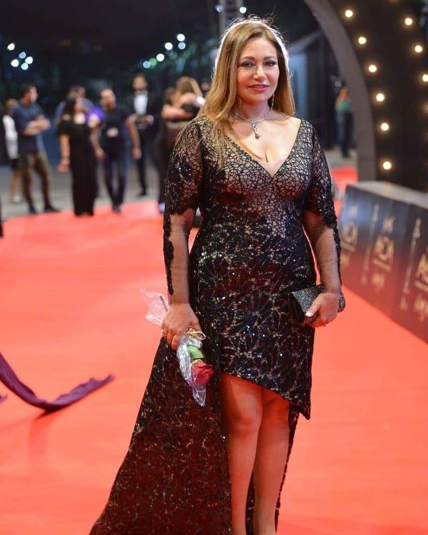 ليلى علوي بإطلالة جذابة في حفل توزيع جوائز مهرجان السينما العربية