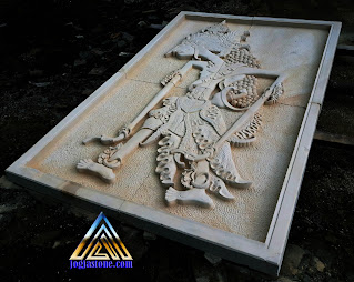 Ukiran relief tempel dinding dari batu alam paras jogja atau batu putih gambar wayang prabu rama wijaya