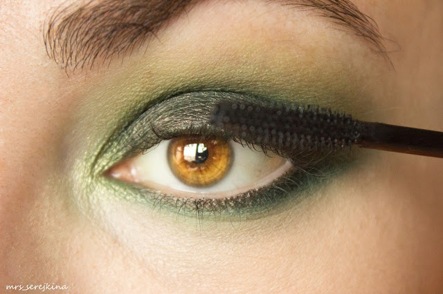 Green smoky eyes: step 9
