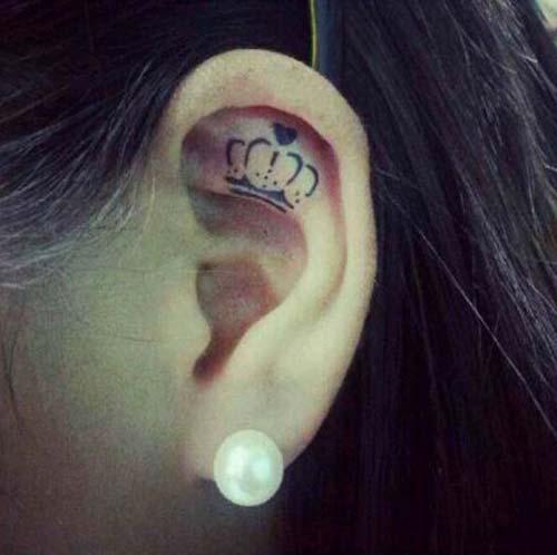 ear crown tattoo kulak içi taç dövmesi