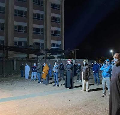 شاهد روعة أهالي قرية شباب عمير يخرجون بالمئات لدفن اول حالة بفيروس كورونا بكفر الشيخ