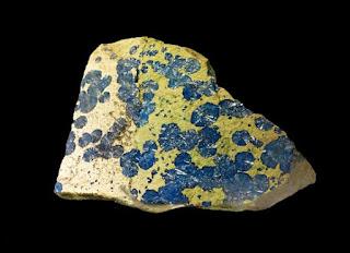 Mineral azul de cornetita