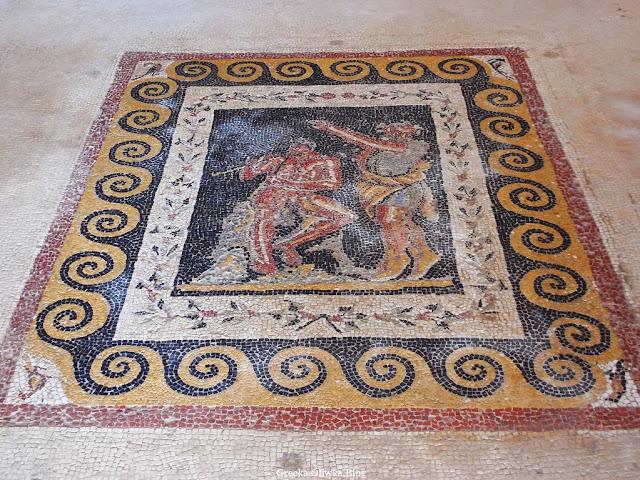 Mozaika z motywem grajka i tancerza Delos Grecja