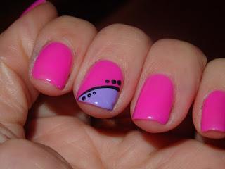 manicura rosa con lunaritos