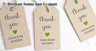 Jangan Lupa Berikan Nama dan Ucapan adalah salah satu tips memilih souvenir pernikahan