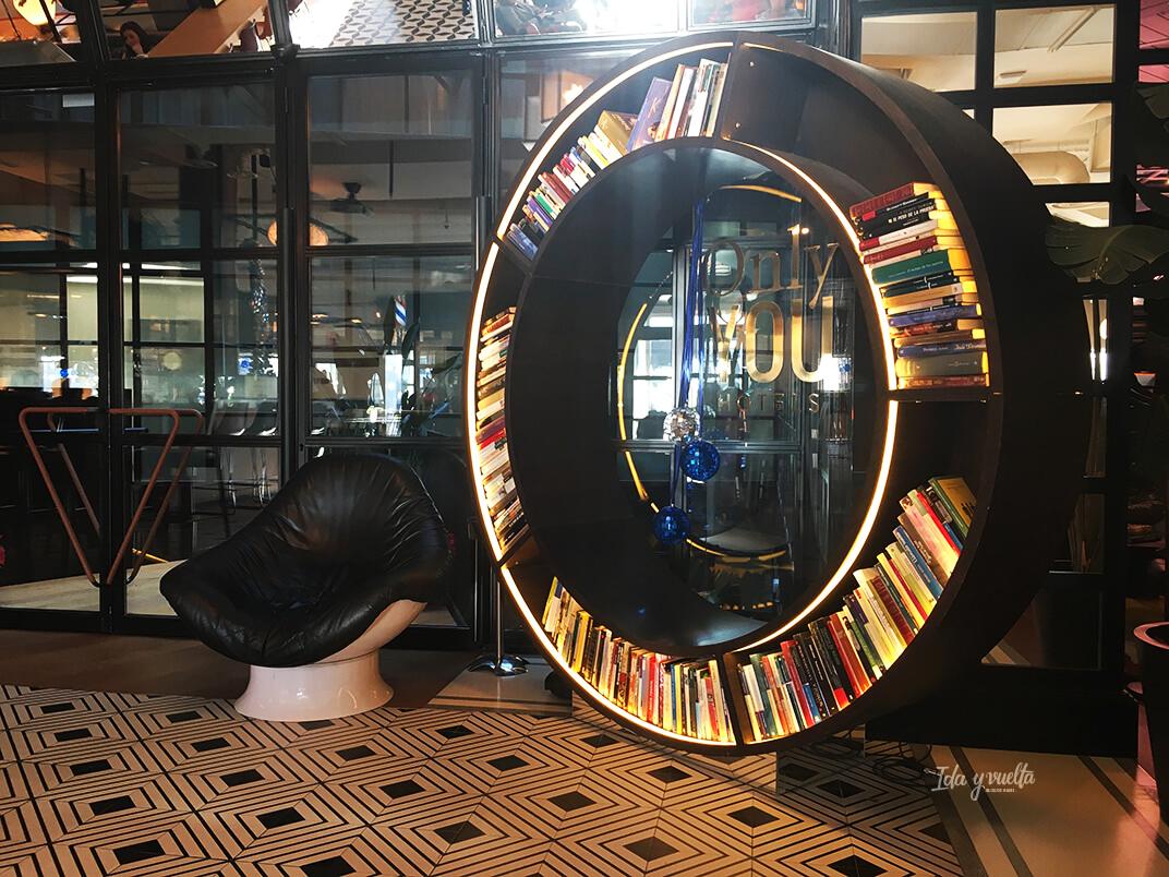 Biblioteca circular hotel