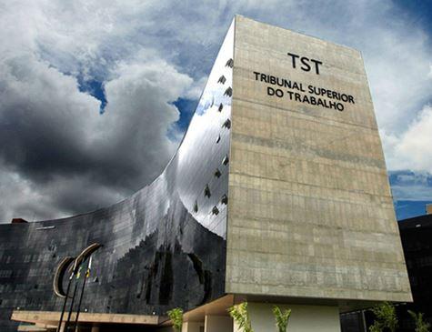 TST se ajusta à reforma e libera empregados de bater ponto