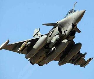भारत-चीन वार्ता तालिका से दूर, जहां लद्दाख में वास्तविक नियंत्रण रेखा (LAC) के साथ तनाव को कम करने के प्रयास जारी हैं, भारतीय सेना इस क्षेत्र में सैनिकों की सर्दियों की तैनाती की तैयारी कर रही है क्योंकि आशा है कि शीघ्र समाधान की उम्मीद है संकट तेजी से घट रहा है।