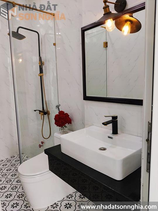 Toilet cao cấp full nội thất inox
