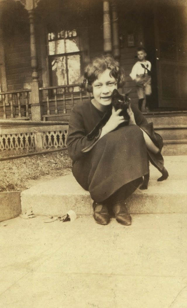 16 Adorable Vintage Portraits of People With Their Cats From the 1920s  vintage everyday