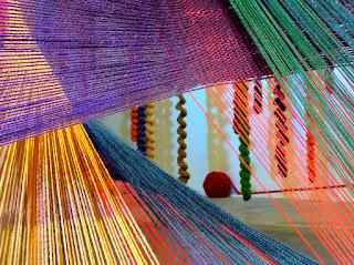 installation fils tendus, art avec laine