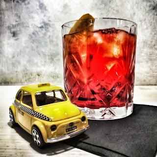 Cocktails and cab for Manhattan cocktail storia