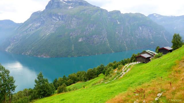 Hutten bij de Noorse fjorden.