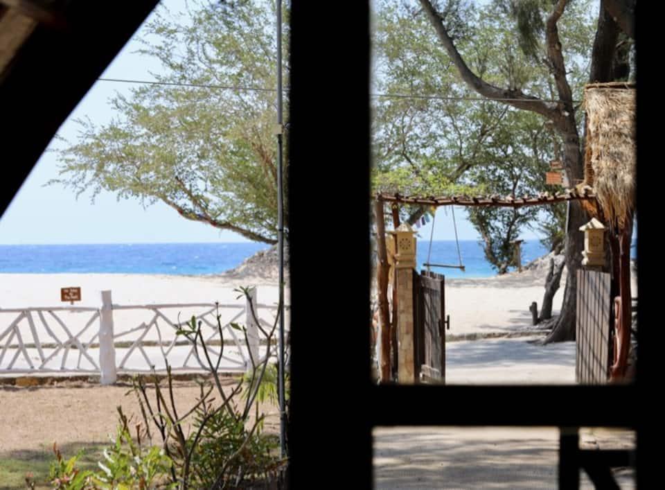 rekomendasi hotel murah dekat pantai di lombok