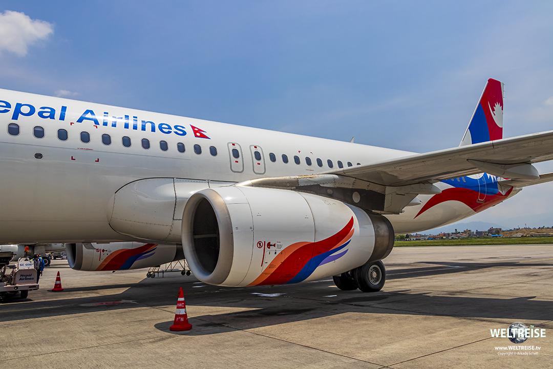 Nepal Airlines über dem Mount Everest