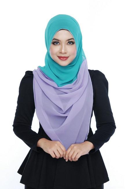 Padu pada blazer hitam jilbab