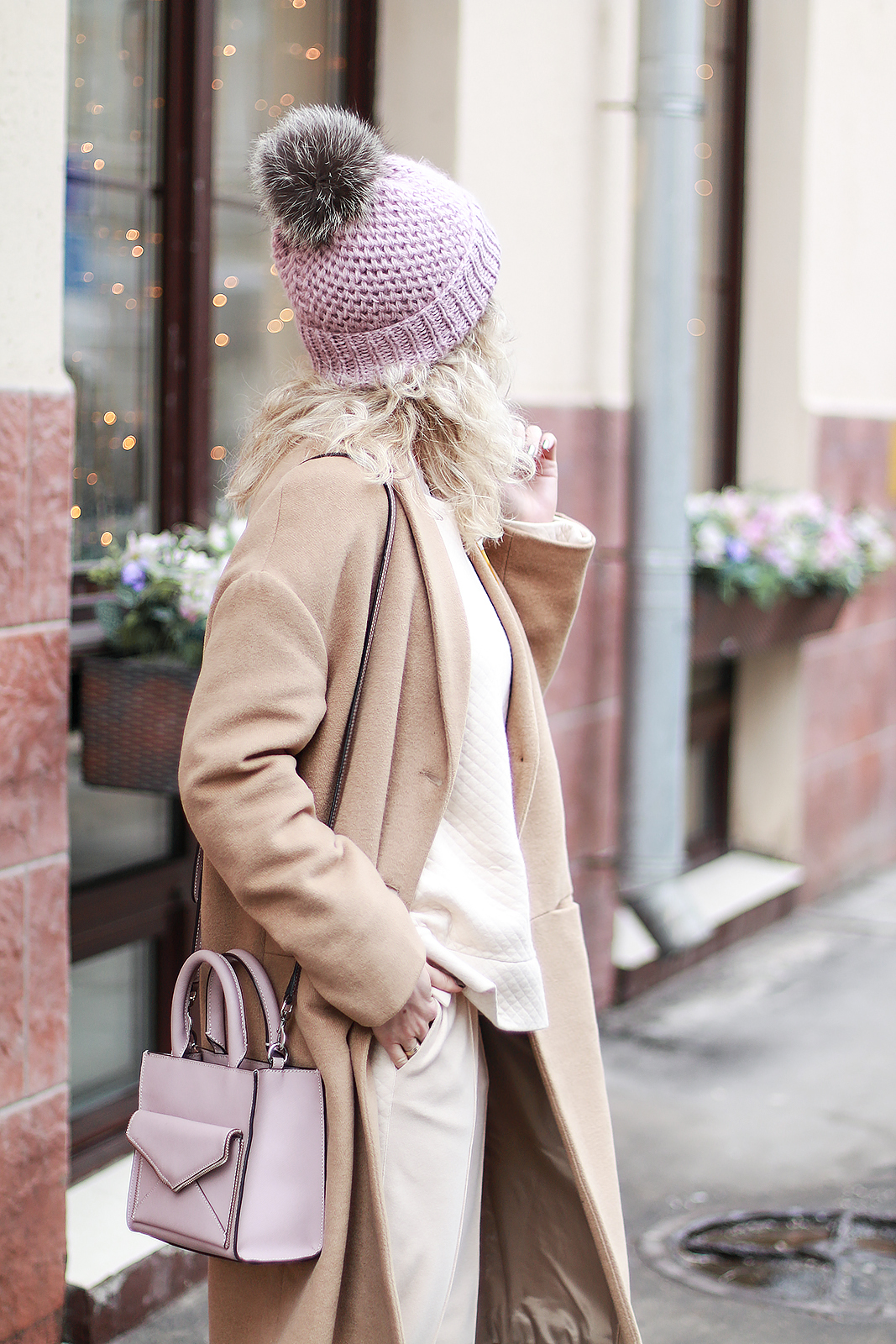 Margarita_Maslova Ritalifestyle_Fashion_blogger_Moscow_pastel_look_sport_chic_superstar_sneakers_pink_bagcame_coat1